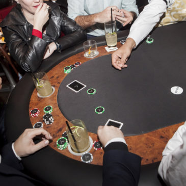 Noite de poker e whisky no Astor